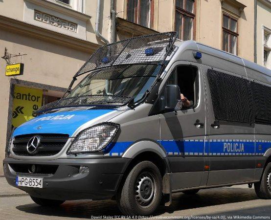 Policja Głogów: Był pod wpływem narkotyków, chciał przejechać policjantów.