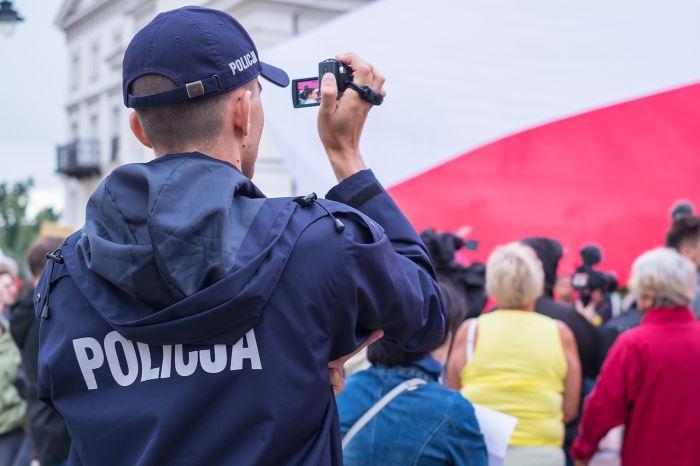 Policja Głogów: Trafiła do aresztu za kradzież rozbójniczą i liczne kradzieże sklepowe